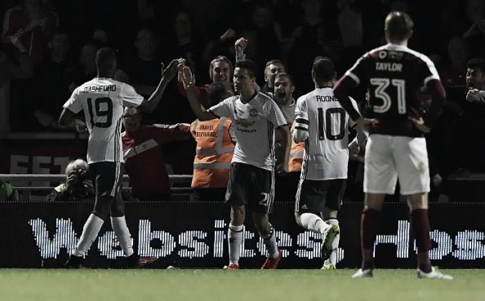 Com time alternativo, Manchester United bate Northampton sem esforços pela Copa da Liga