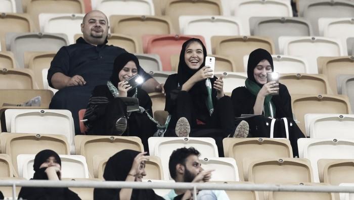 Mulheres sauditas foram ao futebol pela primeira vez