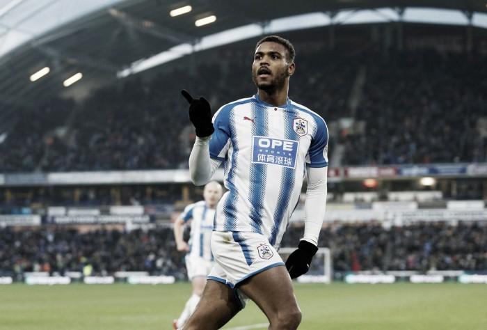 Mounié guía el camino del Huddersfield al triunfo