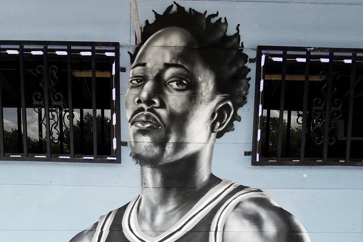 Un artista callejero retrata a DeRozan con un graffiti