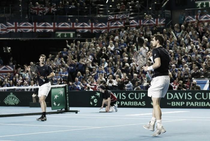 Davis Cup, i Murray portano avanti la Gran Bretagna. In difficoltà Serbia e Belgio