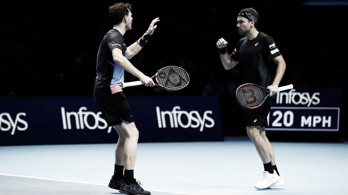 Murray/Soares jogam em alto nível, batem Cabal/Farah e garantem vaga às semis do Finals