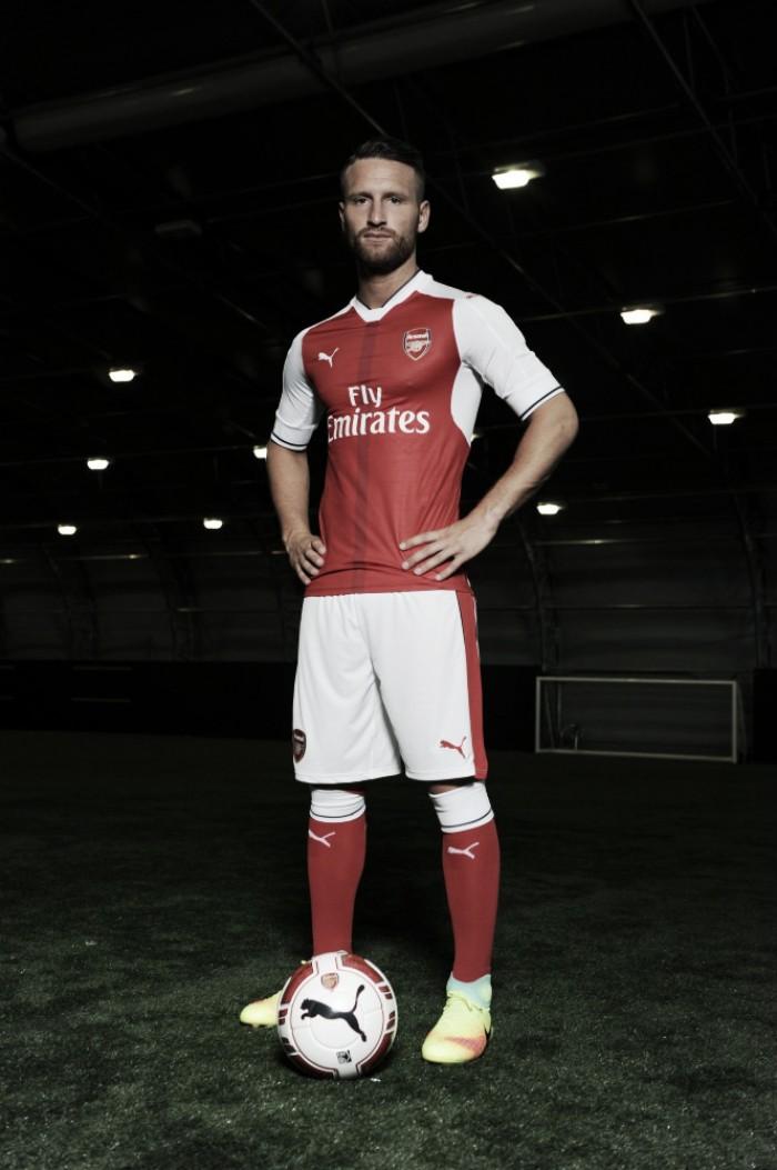 Após longa negociação com Valencia, Arsenal anuncia zagueiro Mustafi