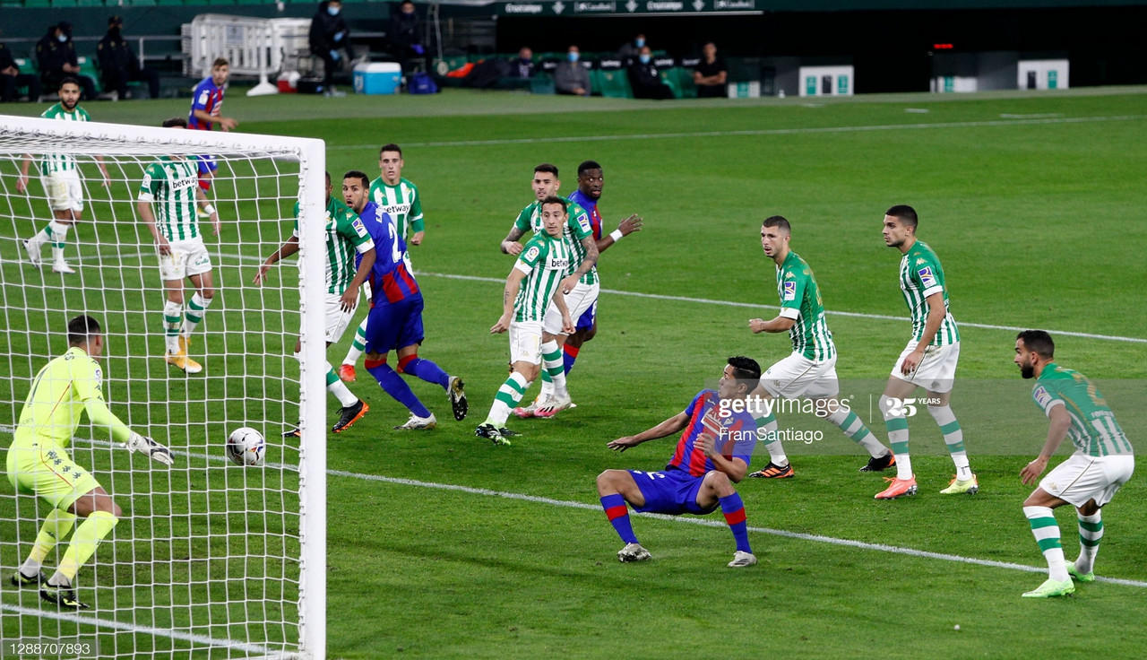 SEVILLE, SPAIN - NOVEMBER 30: Yoshinori Muto of Eibar scores their team's first goal during the La Liga Santander match between Real Betis and SD Eibar at Estadio Benito Villamarin on November 30, 2020 in Seville, Spain. Sporting stadiums around Spain remain under strict restrictions due to the Coronavirus Pandemic as Government social distancing laws prohibit fans inside venues resulting in games being played behind closed doors. (Photo by Fran Santiago/Getty Images)