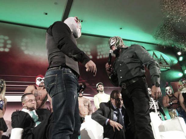 Previo a Triplemanía XXIII, Myzteziz y Rey Mysterio Jr. caldearon los ánimos