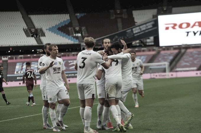 Deu sorte: Burnley é obrigado a improvisar uniforme branco em vitória sobre West Ham