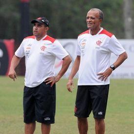 Com técnico interino, Flamengo enfrenta o Criciúma buscando a primeira vitória no Brasileiro