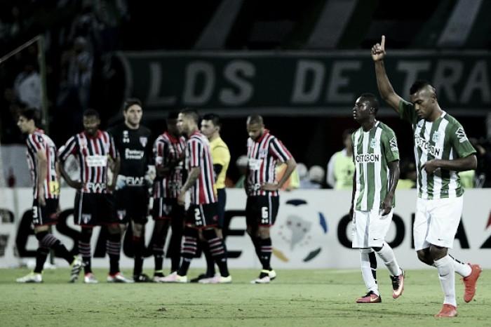 Em jogo com arbitragem polêmica, São Paulo perde para o Atlético Nacional e é eliminado da Libertadores