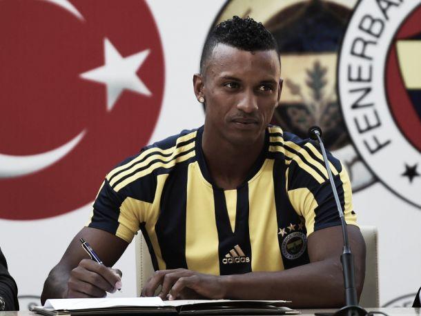 Reforços de luxo para Vítor Pereira: Fenerbahçe junta Kjaer, Nani e Van Persie