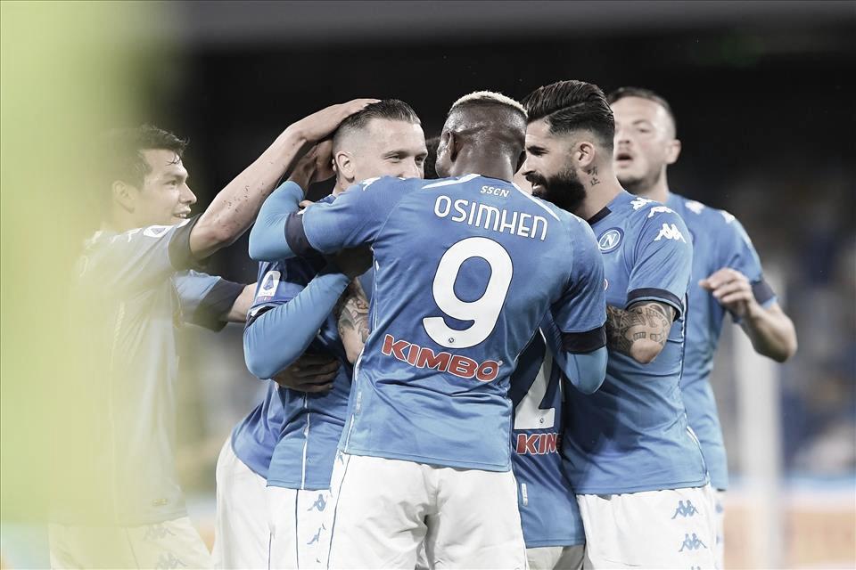 Insigne alcança marca centenária, Napoli goleia Udinese e encaminha vaga na UCL
