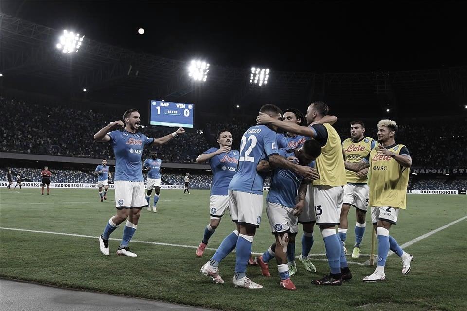 Napoli sofre susto inicial, mas estreia na Serie A com vitória diante do Venezia