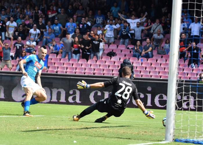 Serie A - Troppo Napoli anche per il Cagliari: settima meraviglia al San Paolo (3-0)