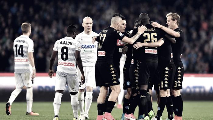 Tris Napoli, l'Udinese crolla nella ripresa: decidono Mertens, Allan e Callejon. Azzurri a -2 dalla Roma