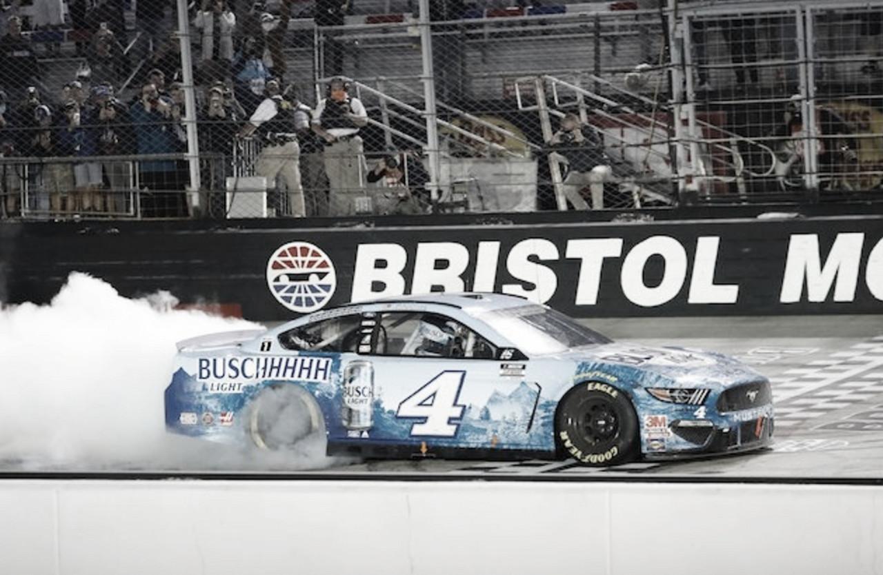 """NASCAR Cup: Harvick gana en """"el último gran coliseo"""""""