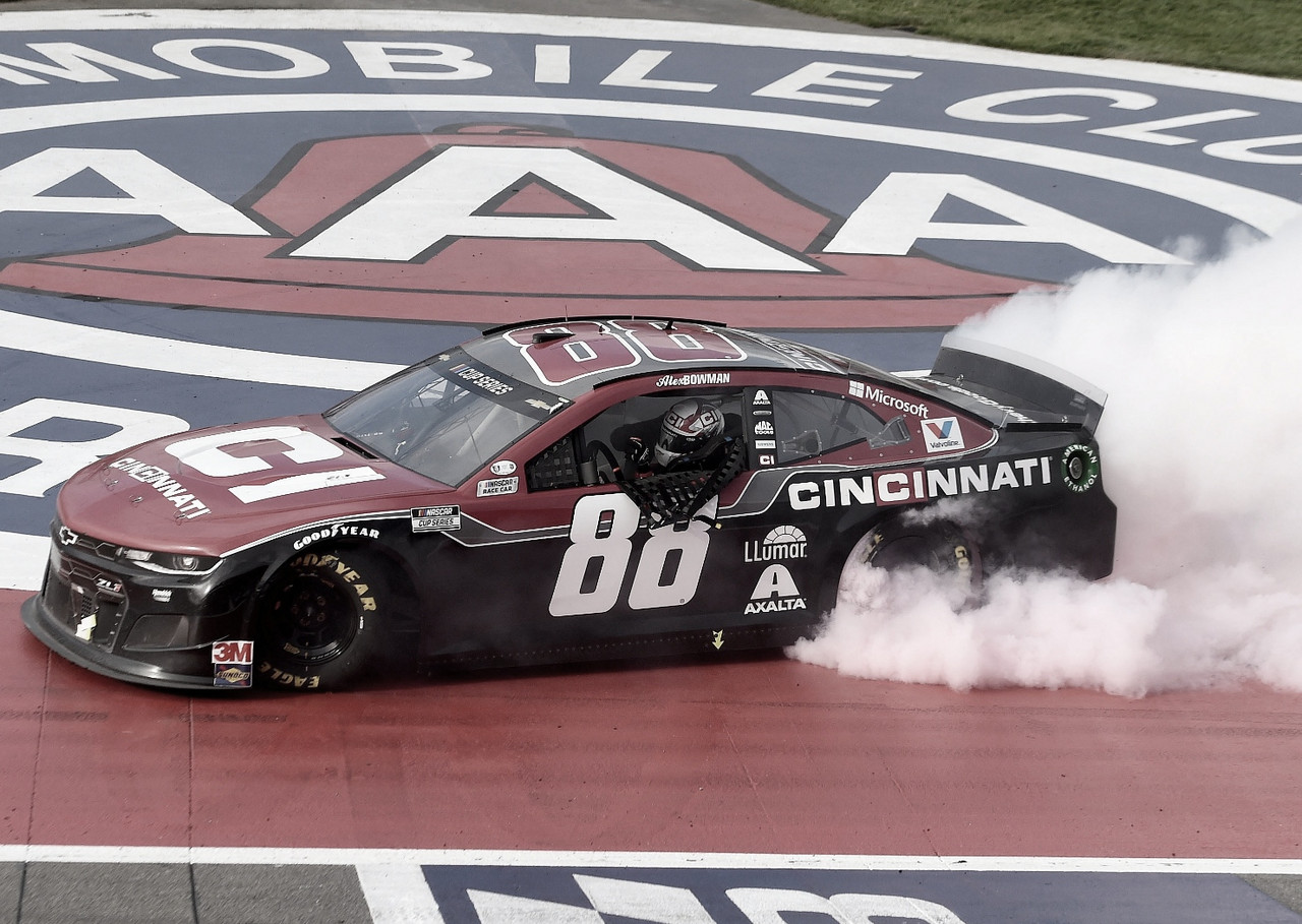 NASCAR Cup: Bowman domina en Fontana
