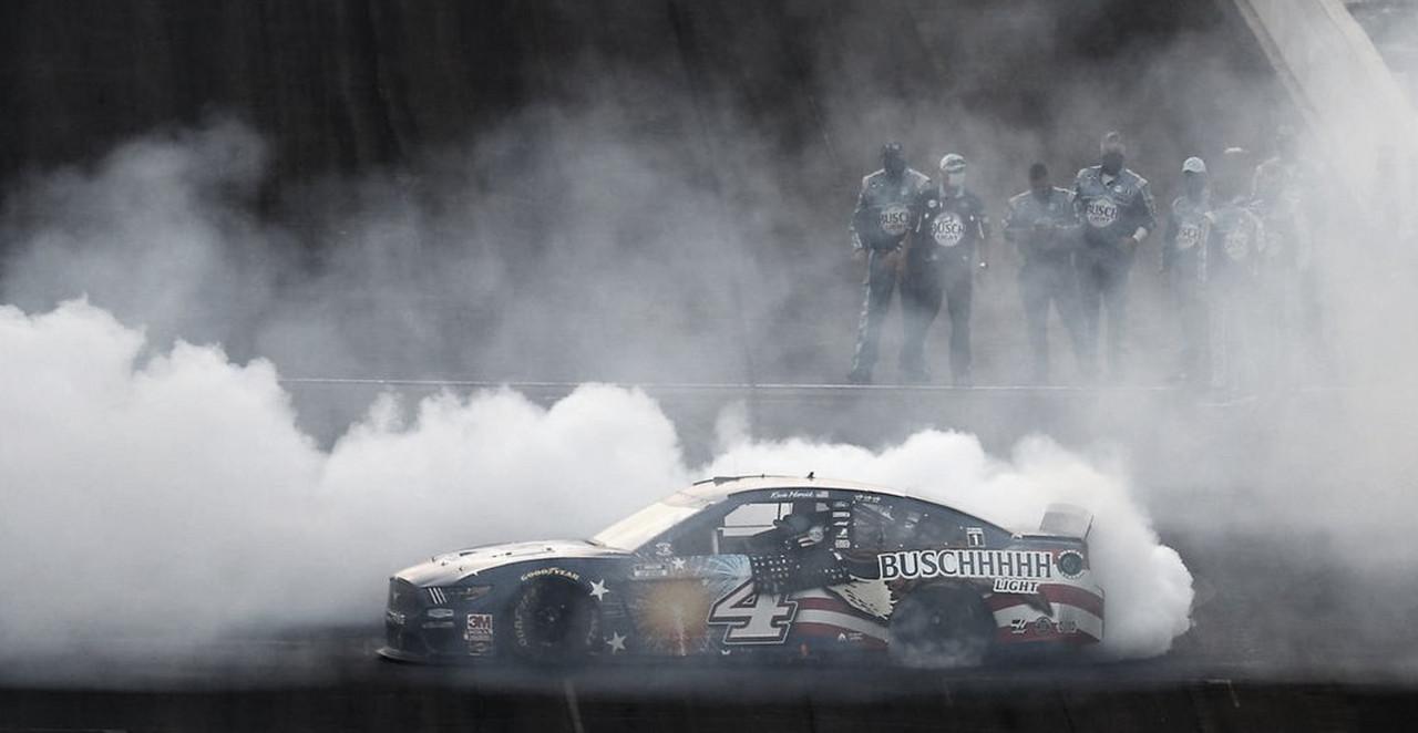 NASCAR Cup: nueva victoria de Harvick en Indianapolis