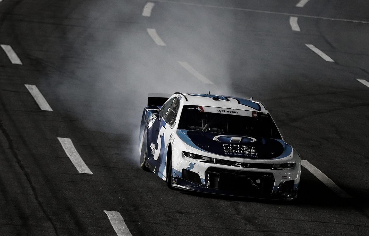 NASCAR Cup: Larson gana en una noche histórica para Hendrick