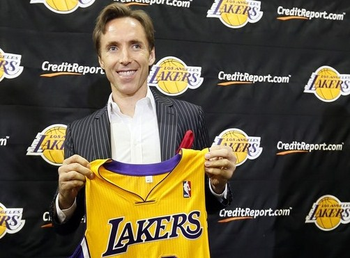 Steve Nash firma per i Lakers
