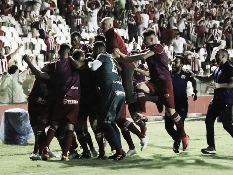 Náutico vence clássico, elimina Santa Cruz da Série C e termina na liderança do Grupo A