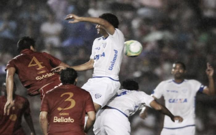 Com dúvidas no time titular, Náutico recebe Avaí buscando maior regularidade na Série B