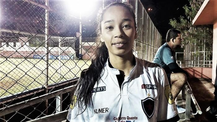 Autoras dos primeiros gols do Botafogo no Brasileiro A2, Nayara e Lucilene comemoram feito
