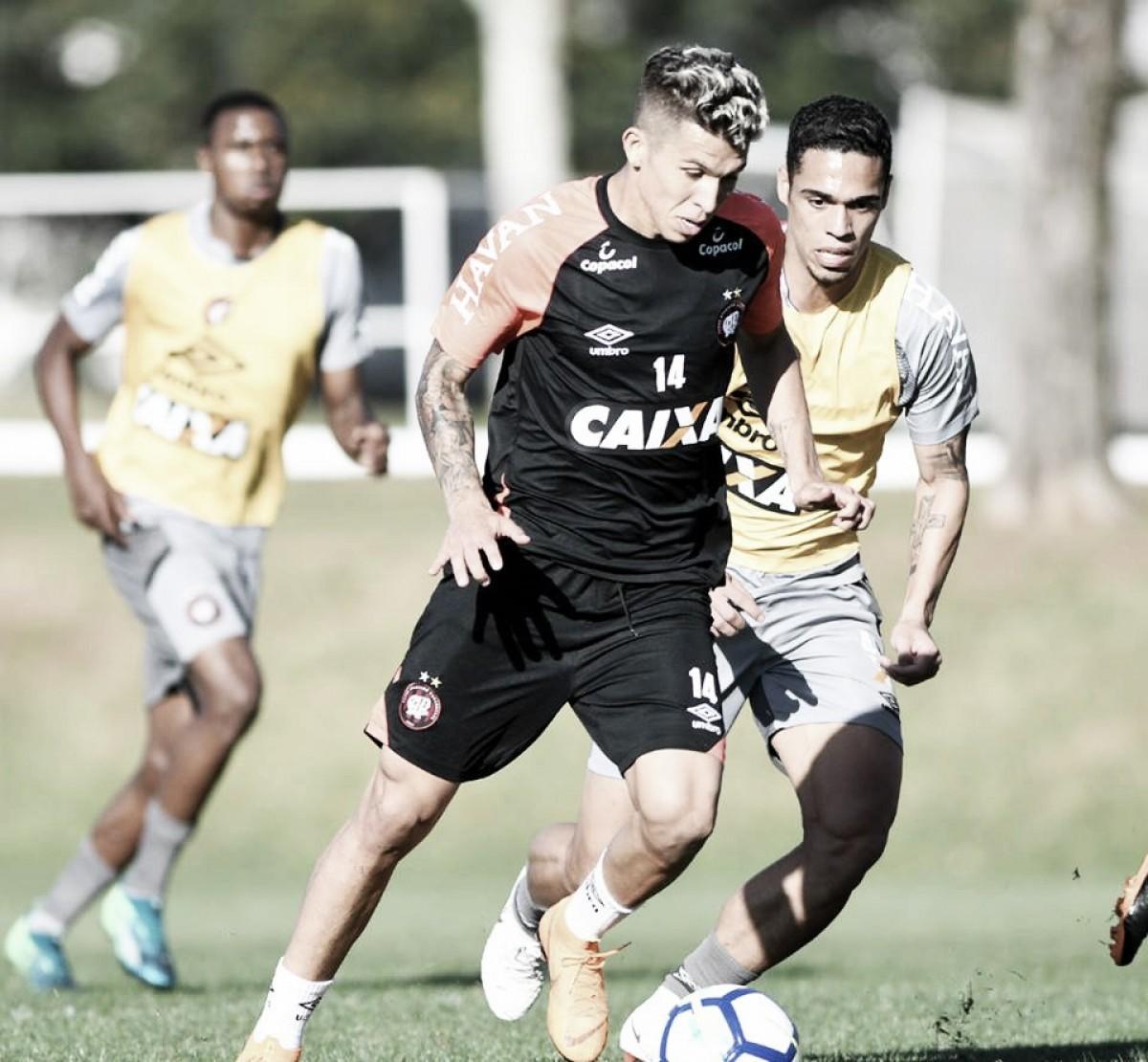 Bruno Nazário e Marcelo Cirino são inscritospelo Atlético-PR na Sul-Americana