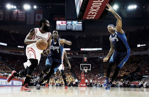 Houston Rockets vence Dallas Mavericks e fecha a série no Oeste