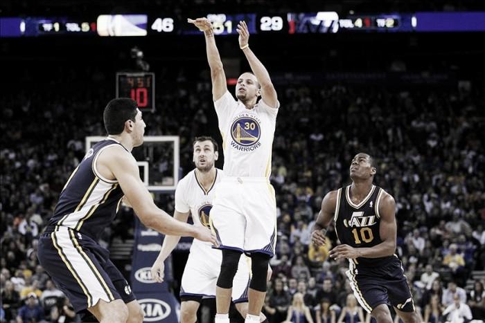 NBA: Warriors seguem imparáveis em casa e Cavs voltam às vitórias