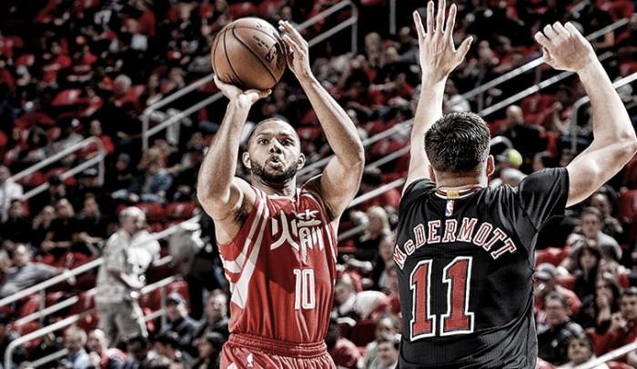Em noite de homenagem a Yao Ming,Rockets vencem Bulls na prorrogação
