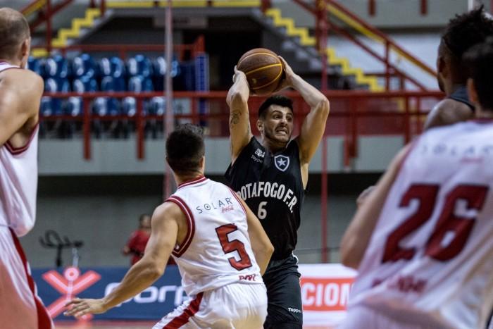 Botafogo joga mal novamente, perde para Basquete Cearense e chega a quinta derrota no NBB