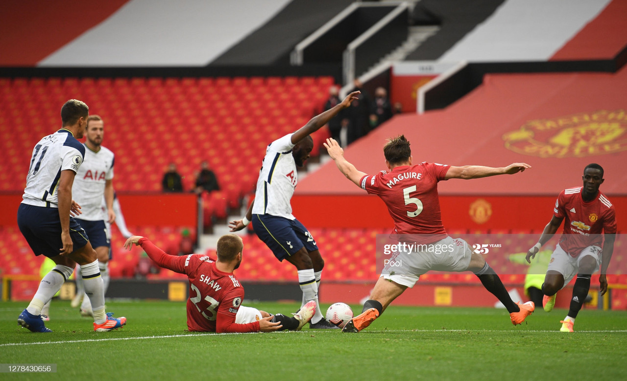 MANCHESTER, ENGLAND - OCTOBER 04: Tanguy Ndombele of Tottenham Hotspur scores his sides first goal during the Premier League match between Manchester United and Tottenham Hotspur at Old Trafford on October 04, 2020 in Manchester, England. Sporting stadiums around the UK remain under strict restrictions due to the Coronavirus Pandemic as Government social distancing laws prohibit fans inside venues resulting in games being played behind closed doors. (Photo by Oli Scarff - Pool/Getty Images)