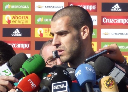 Negredo abandona la concentración y pone rumbo a Sevilla
