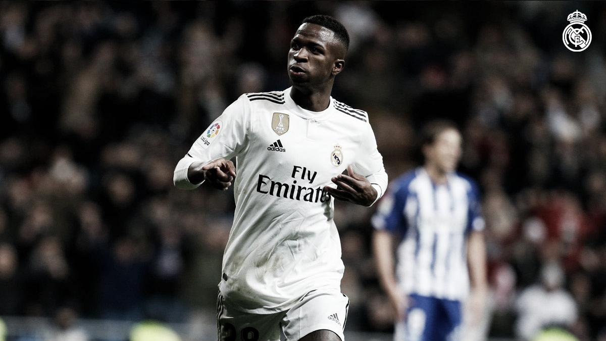 Vinicius Junior marca, é ovacionado, e Real Madrid vence Alavés com tranquilidade