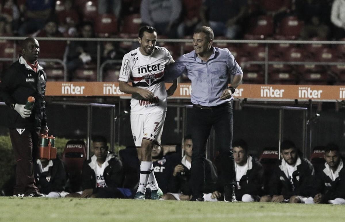 """Diego Aguirre exalta atuação destacável de Nenê: """"Exemplo para os meninos"""""""