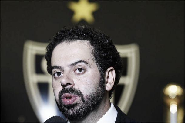 Revoltado, presidente do Atlético-MG pede 'a cabeça' do coordenador de arbitragem da CBF