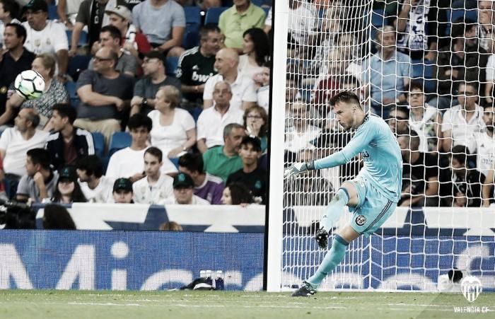 Neto consiguió salvar un punto en el Bernabéu