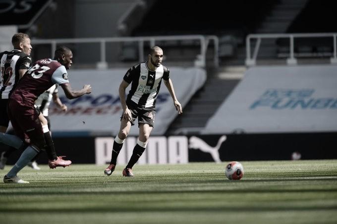 Newcastle fica atrás duas vezes, mas reage e empata com West Ham