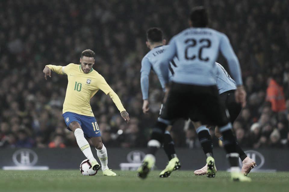 Neymar marca de pênalti e Brasil vence clássico contra Uruguai