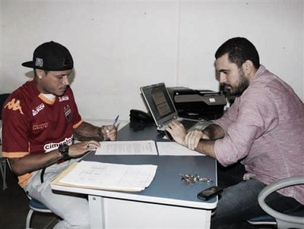 Fortaleza anuncia contratação do meia Éverton, ex-Joinville