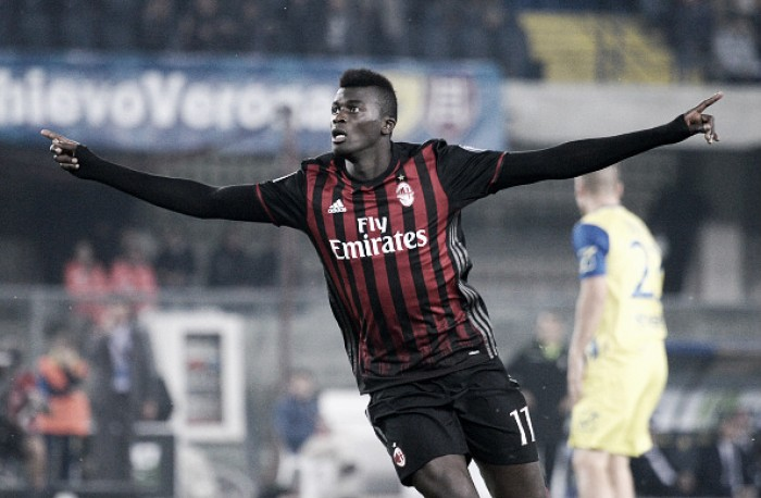 Em jogo marcado por golaços, Milan bate Chievo e e entra na zona de classificação à Champions
