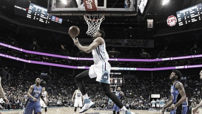 Los Hornets madrugaron a los Magic