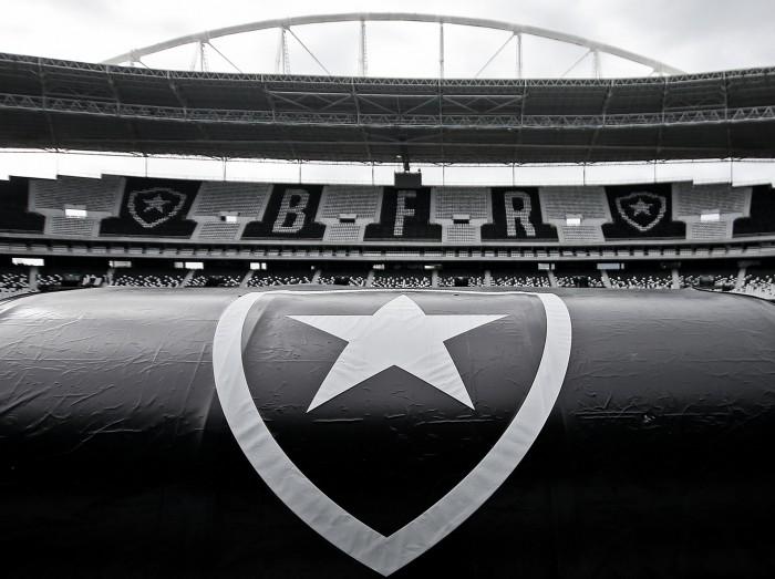 9596f5a4c5 Dez anos do Estádio Nilton Santos  altos e baixos da casa alvinegra ...