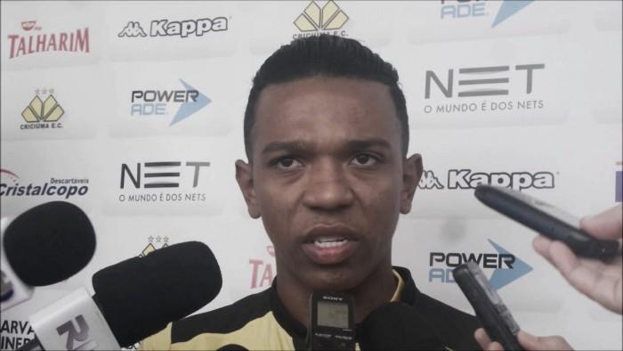 """Niltinho lamenta derrota do Criciúma diante do Sampaio Corrêa: """"Nosso time tentou e não conseguiu"""""""