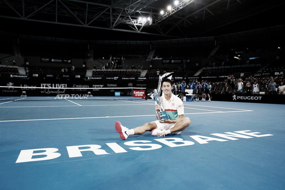 Nishikori supera Medvedev, quebra jejum e é campeão em Brisbane