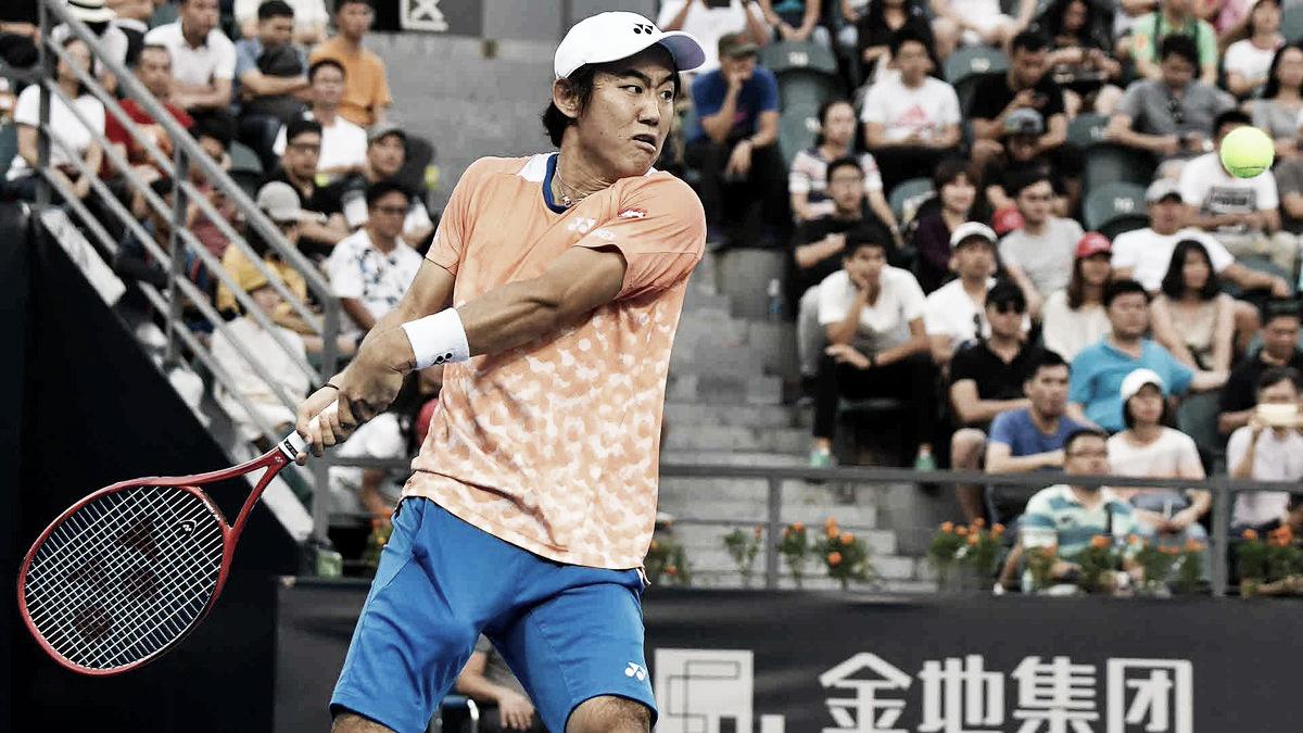 Qualifier Nishioka desbanca Herbert em Shenzhen e vence primeiro título da carreira