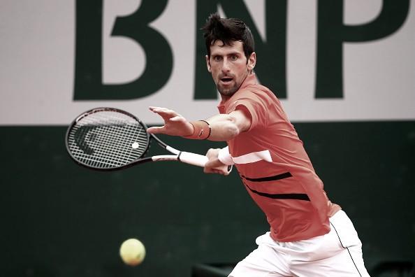 Djokovic camina firme en París