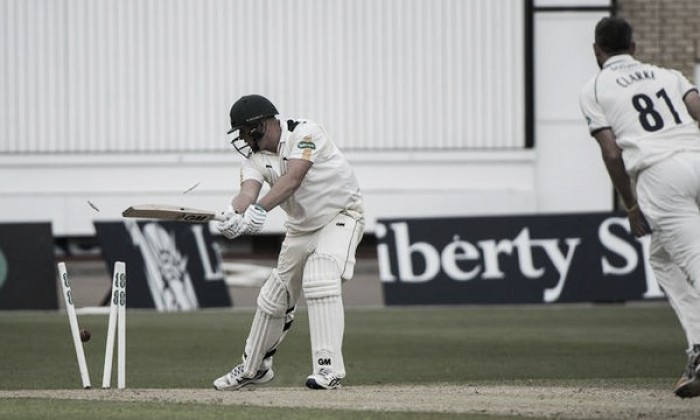 County Championship Division One: Nottinghamshire's hopes of final day win halted by three late wickets