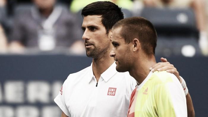 Djokovic vê adversário Youzhny desistir e vai às oitavas do US Open