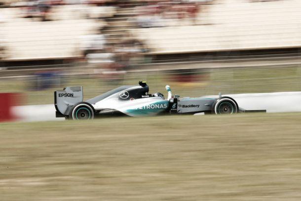 Rosberg vence a primeira na temporada em pilotagem impecável na Espanha