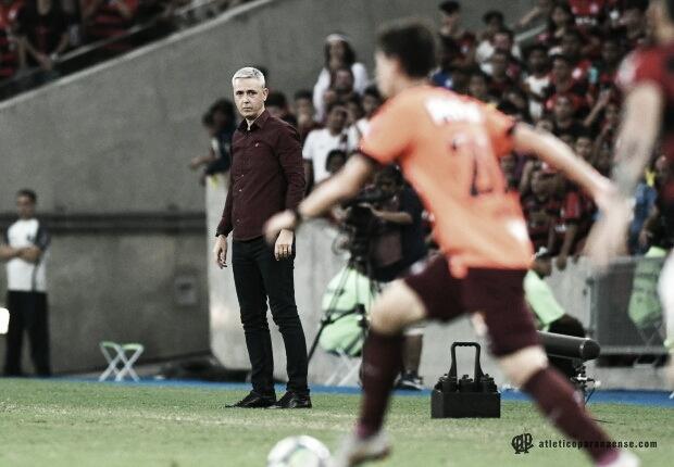 """Tiago Nunes exalta Atlético-PR após vitória sobre o Fla: """"Demostrou o poder do nosso grupo''"""